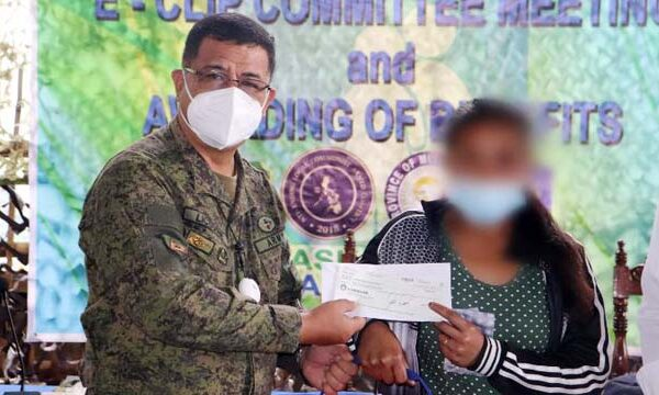 "NPA 'Child Warrior"" surrenders to Army, Receives 624K E-CLIP Financial Assistance in Misamis Oriental"