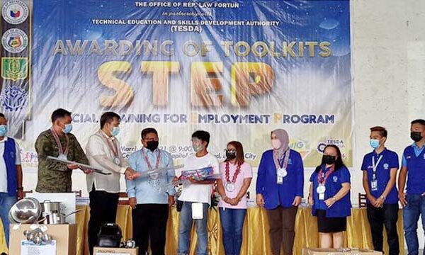 368 STEP scholars receive toolkits from TESDA-ADN anew